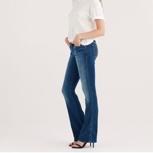 7FAM 25 Classic A Pocket Flared Jeans in Duchess